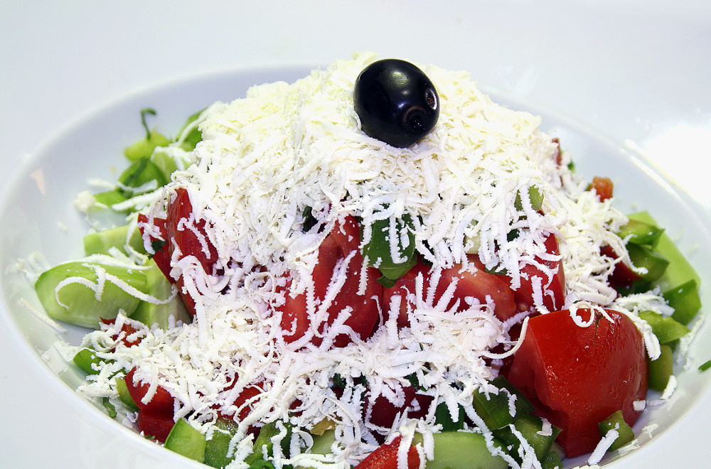 Шопский салат. Рецепт салата из овощей без майонеза.