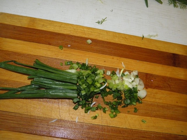 Салат весенний из капусты и крабовых палочек