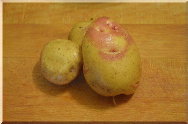 Моем картофель для выпечки