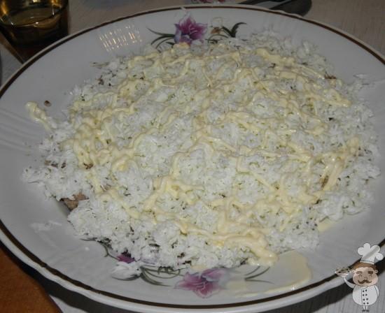 смазать яичный слой майонезом