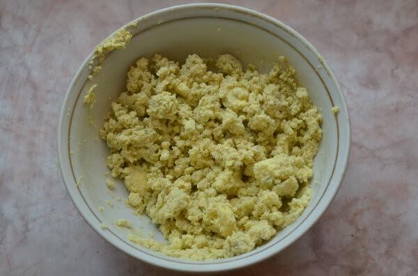 Перетираем желтки с горчицей
