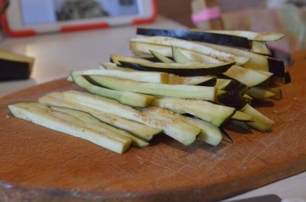 Нарежем баклажаны