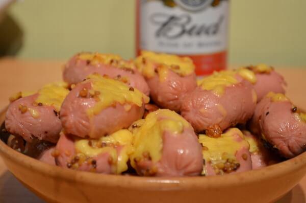 Запеченные сосиски с сыром