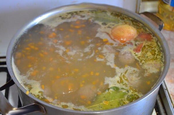 Куриный Суп с фрикадельками и вермишелью готов