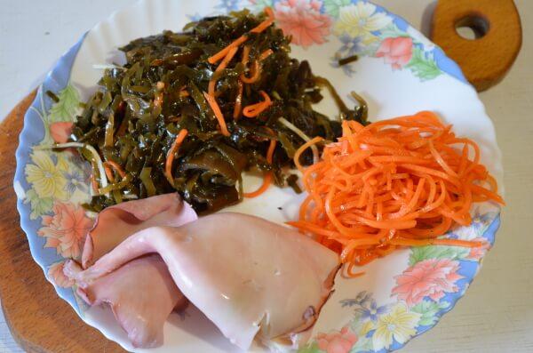 Салат из морской капусты с кальмарами. Ингредиенты