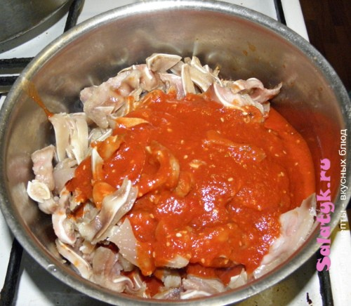 Добавляем томат в ушки