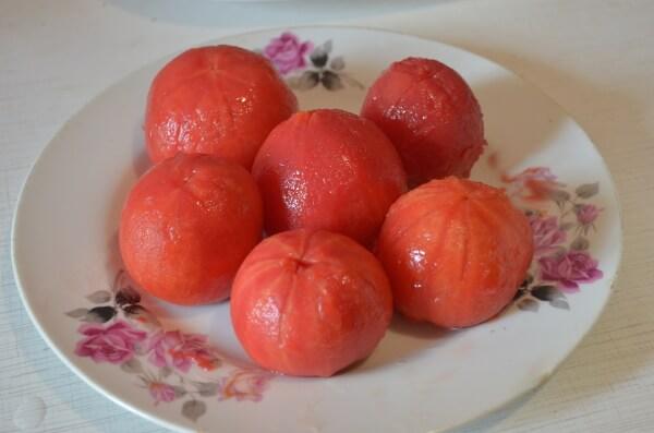 Очистим помидоры от кожуры