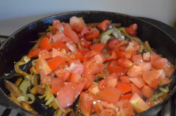 Как потушить баклажаны с овощами на сковороде.  Корейская закуска КАДИЧА