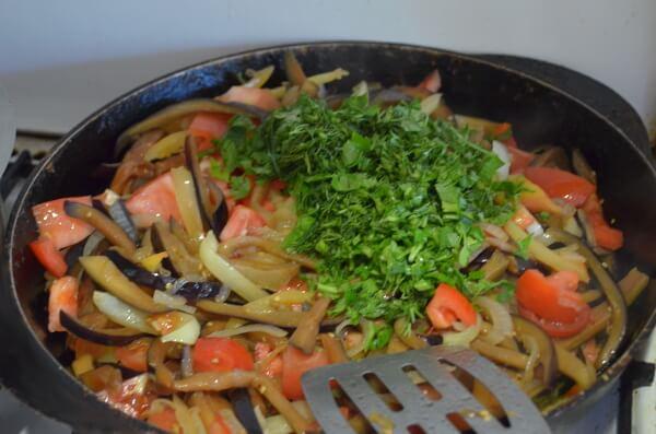 Через каждые 3 мин. добавляем остальные овощи
